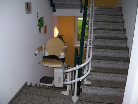 Innenansicht Seniorenheim mit Treppenlift in Chemnitz