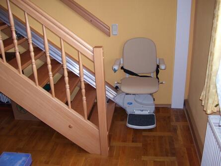 Innen-Treppenlift an Holztreppe